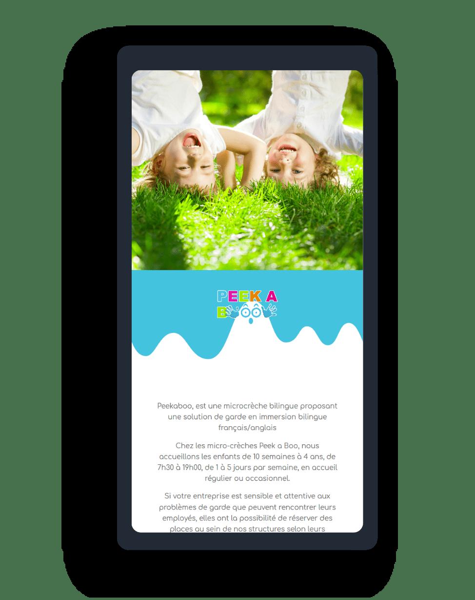mockup smartphone pour le site peekaboo microcreche